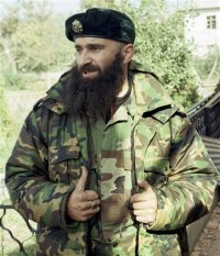 Basayev en Grozni en una foto de 1999