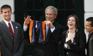 Todos quieren hacer regalos a Bush