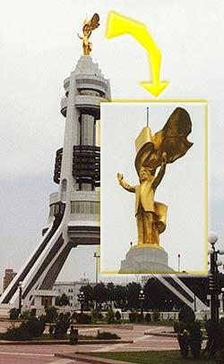 Niyazov_estatua.jpg
