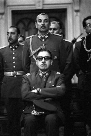 Pinochet sabía dar bien la pose de dictador
