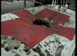 Una ambulancia de Cruz Roja atacada en el Líbano