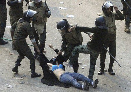 egipto represion mujer.jpg