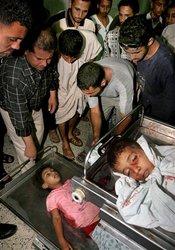 Los cadáveres de Mohammed Roka, de 5 años, y de su hermana