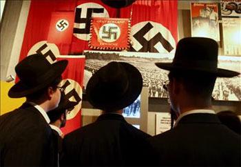 holocausto_banderas.jpg