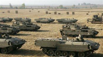 Los tanques esperan a unos kilómetros de Gaza