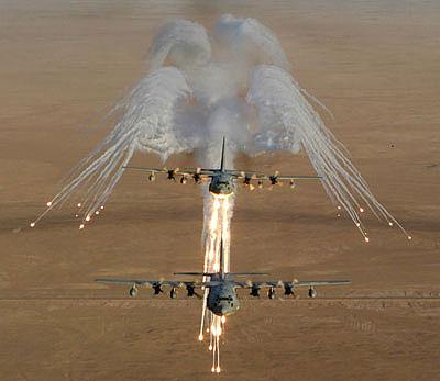KC-130 sobre el desierto de Irak. Foto: Andrew Williams, USMC