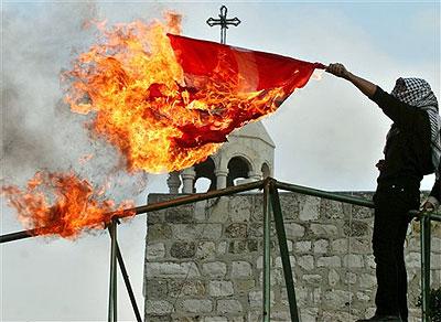 Queman una bandera danesa en Bel�n