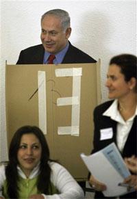 Netanyahu vota en la cabina 13