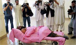 El cad�ver del dirigente talib�n
