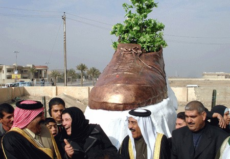 zapato Irak.jpg