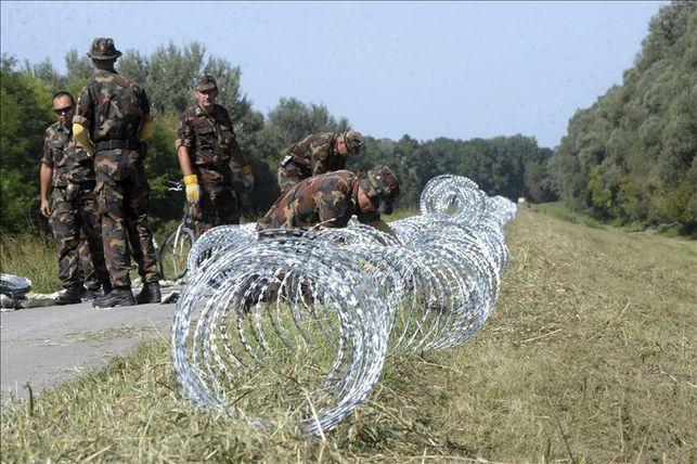 alambre de espino contra refugiados en la frontera de Hungría